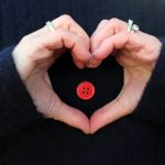 Rød-knapp-i-hjerte